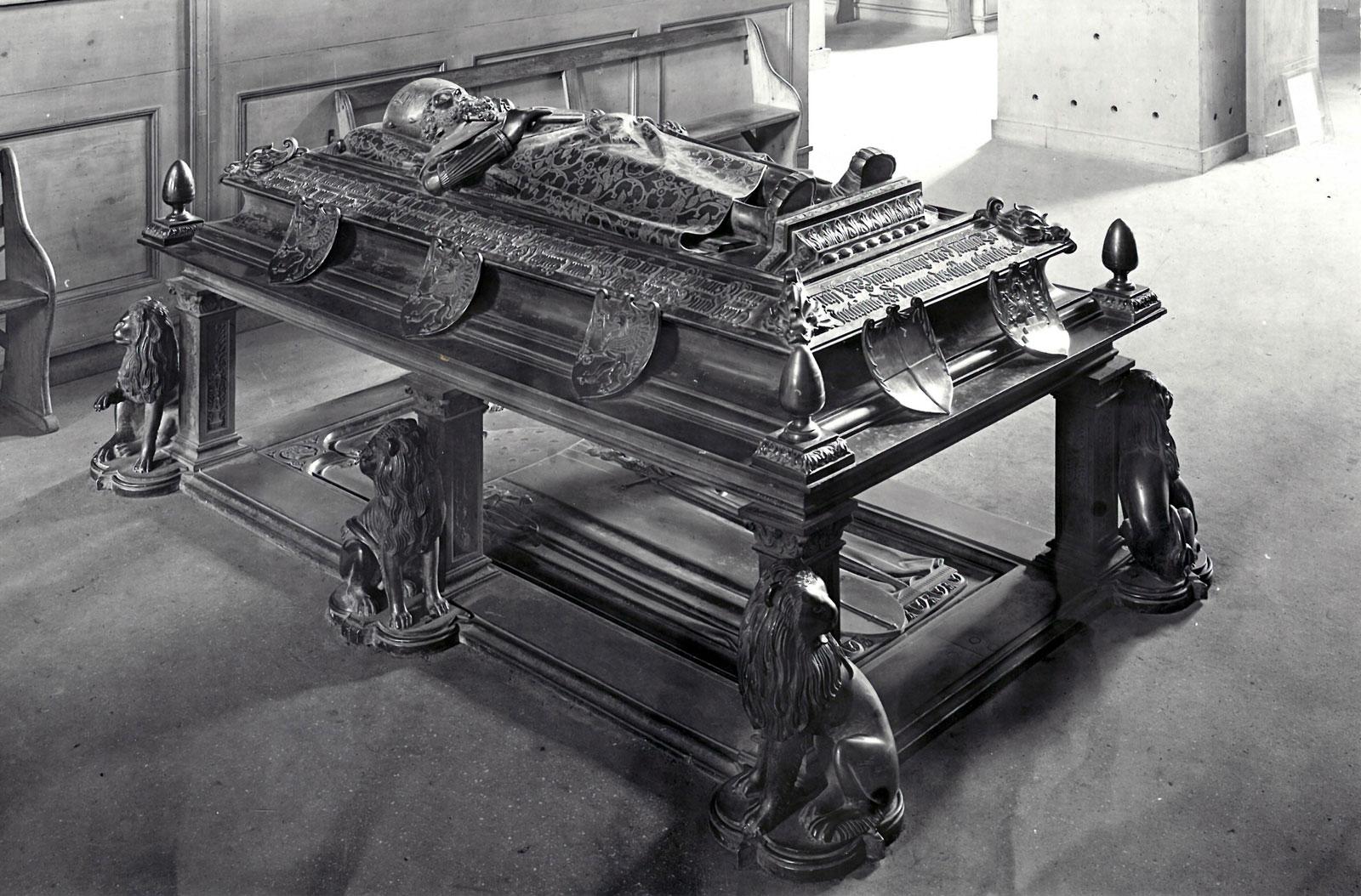 Grabmal für Kurfürst Johann Cicero, Hans Vischer, 1530, Institut für Denkmalpflege Meßbildarchiv
