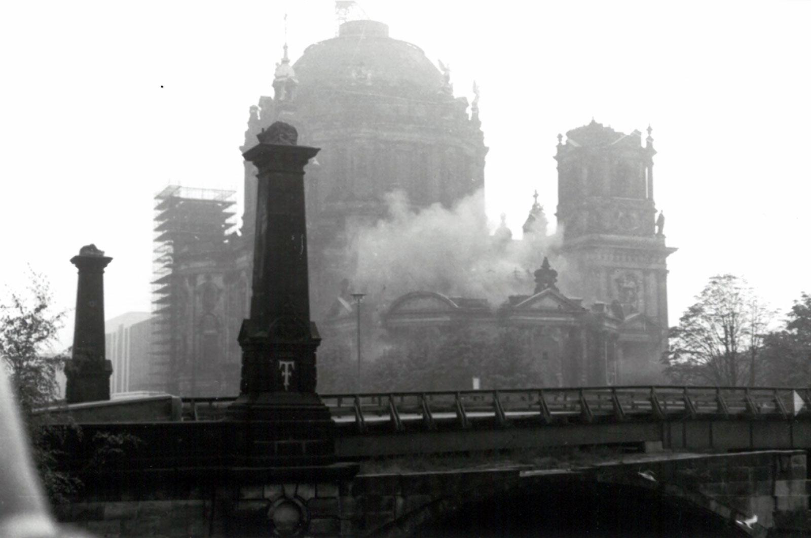 Abb. 17: Sprengung des Daches der Denkmalskirche 1975, Registratur Dombaubüro (Foto: Rüdiger Hoth)